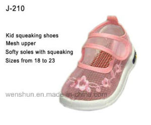 Kid Walking Shoes with Squeaking pictures & photos