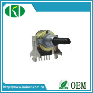 Factory Direct Sale 17mm Potentiometer with Bracket Plastic Shaft Wh0172aj-2 pictures & photos