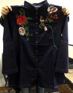High Quality Women Clothing Denim Shirt with Embroidery pictures & photos