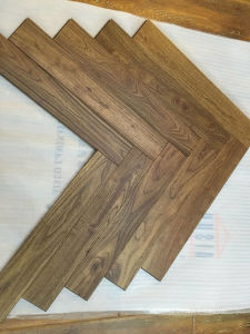 Vintage Wire-Brushed Chinese Teak Herringbone Parquet pictures & photos