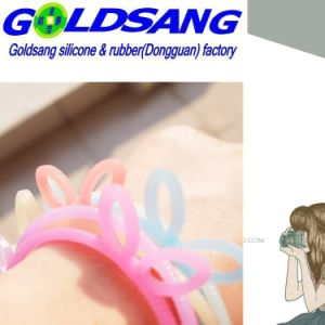 Hot Selling Girl′s Rabbit-Shape Silicone Hair Rope pictures & photos