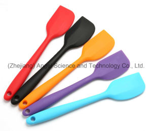 Small Cake Butter Knife Cheap Silicone Kitchen Knife Bakeware Ss13 (S) pictures & photos
