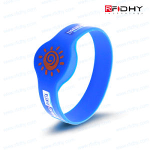 Durable Silk-Screen Printing RFID Wristband for Trade Shows pictures & photos