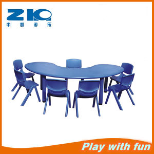 Round Moon Kids Plastic Tables for Sale pictures & photos