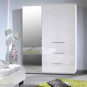 White High Gloss Finish 3 Door Wardrobe with Mirror (HF-EY080195) pictures & photos