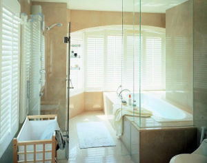 Top Quality and Elegant Wood Plantation Shutter pictures & photos