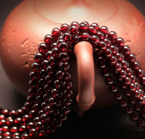Factory Price Loose Strands Small Size Red 5mm Natural Garnet Beads pictures & photos