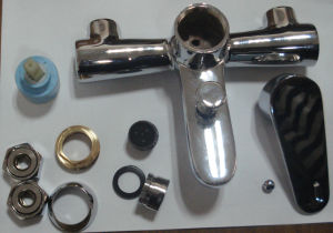 Professional Manufacturer of Bathroom Tub Faucet (GL2603A26) pictures & photos