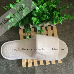 Customized Logo Slipper for Hotel with Good Quality/Hot Sale Hotel Slipper pictures & photos