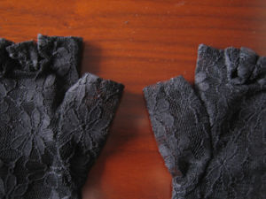 Black Lace Keyhole Fingerless&Sexy Gloves (GL004) pictures & photos