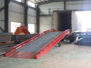 Manual&Electric Mobile Yard Ramp/Dock Ramp for Loading and Unloading (10ton capacity) pictures & photos