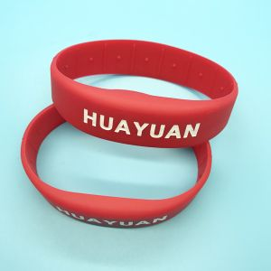 Waterproof Eco-friendly RFID Silicone Wristband for Waterproof pictures & photos