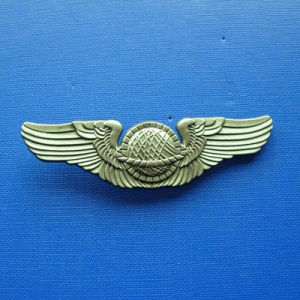 Antique Gold Plated Zinc Alloy Badge (GZHY-BADGE-018) pictures & photos