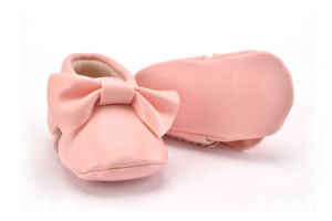2017 Wholesale Cheap Kids Baby Infant Indoor Toddler Shoes pictures & photos