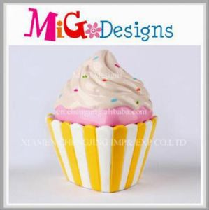 Popular for The Market Ceramic Cupcake Design Money Bank pictures & photos