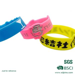Customized Colorful Various Kinds of Japanese Silicone Wristband pictures & photos