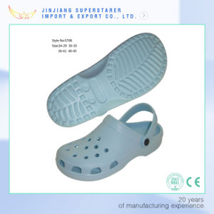Classic 14 Holes Holey Breathable EVA Men Clogs Sandals Popular in Summer pictures & photos