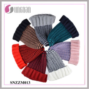 Multicolor Cute Retro Striped Pointed Acrylic Knitted Hat (SNZZM013) pictures & photos