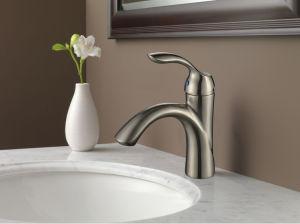 Bathroom Basin Faucet Single Handles Sink Mixer Tap pictures & photos