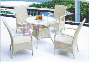 White Simple Outdoor Garden PE Rattan Furniture with Armrest Chairs pictures & photos