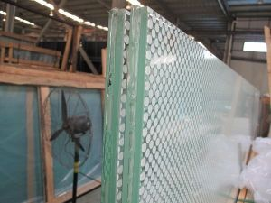 Processing Glass Products for The Furniture and Construction Industry pictures & photos