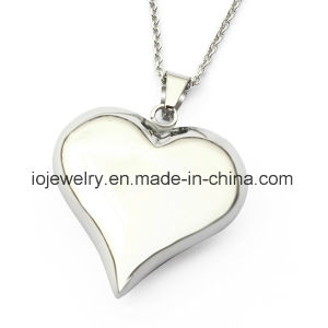 Customized Hollow Heart Pendant Necklace pictures & photos