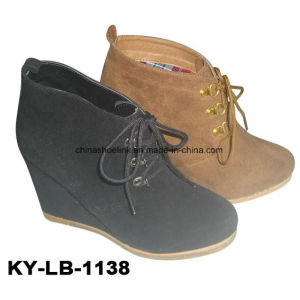 China Lady Black Wedge Shoes pictures & photos