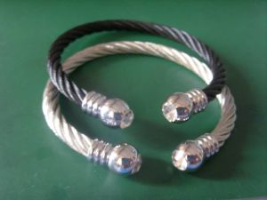 Stainless Steel Cable Bracelet With Zirconia (Unisex Style)