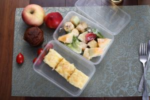 Diaposable Plastic Food Container Takeaway Food Container (650ML) pictures & photos