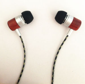 OEM Serivce Cheap Wooden Stereo Earphone for iPhone pictures & photos