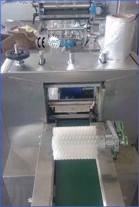 Super Soft Vansilla Swiss Roll Cake Pastry Packaging Machine pictures & photos