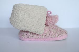 Women′s Kint Boot with Yarn Pompoms pictures & photos