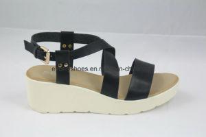 Elegant Footwear Lady Sandal with Platform Design pictures & photos