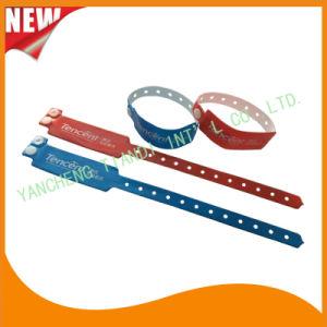 Custom Entertainment Vinyl Plastic Wristbands Bracelet Bands (E6060B4) pictures & photos