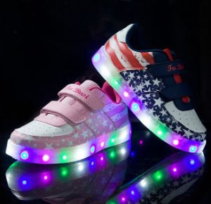 2017 Fashion Boys&Girls LED Light Shoes for Kids pictures & photos