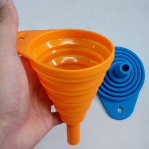 Factory Customize Promotional Gift Food Grade Silicone Folding Funnel pictures & photos