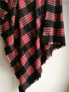 Cashmere Brushed Square Plaid Shawl for Winter Xc09027 pictures & photos