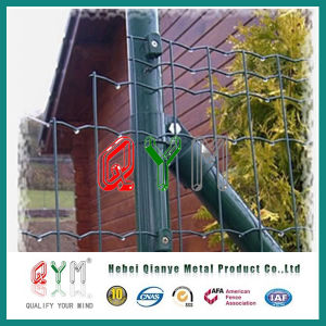 PVC Coated Curvy Welded Wire Mesh Euro Fence with Round Post pictures & photos