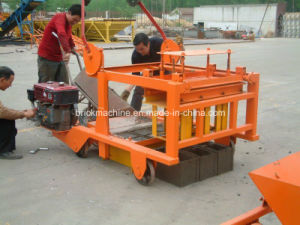 Small Mobile Concrete Hollow Block Making Machine with Diesel Engine pictures & photos
