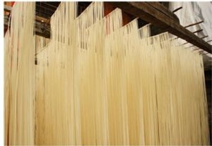Automatic Cutting Machine of High Precision Hanging Noodle pictures & photos