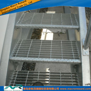 ASTM DIN Steel Grating Steel Stair Treads pictures & photos