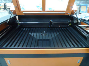 CO2 Laser Cutter for Acrylic with Ball-Screw Drive pictures & photos