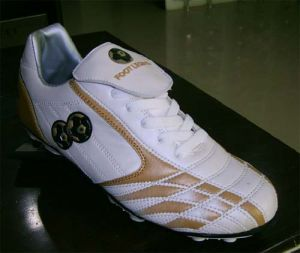 High Quality Soccer Football Shoes (B15202) pictures & photos