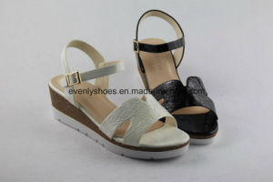 New Style Lady Fashion Sandal with Platform Design pictures & photos