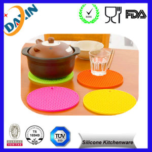 Promotional Hot Style Silicone Table Mat pictures & photos