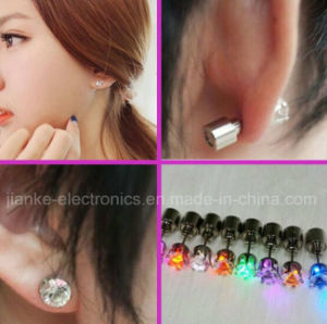 LED Blinking Ear Stud Earrings for Christmas Gifts (4901) pictures & photos