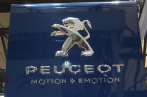 Professional Custom High Quality 3D Acrylic Car Logo / LED Acrylic Auto Car Logo Sign pictures & photos
