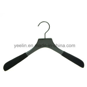 Yeelin Customize Flocking Shoulders Wooden Hanger for Suits pictures & photos
