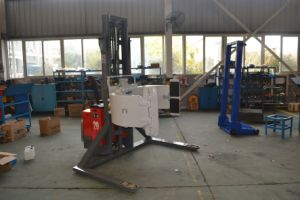 Mima Electric 2000kgs Pallet Stacker with Paper Roll Clamp pictures & photos
