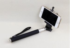 Extendable Wireless Bluetooth Remote Control Monopod Self-Timer (OM-S1000) pictures & photos